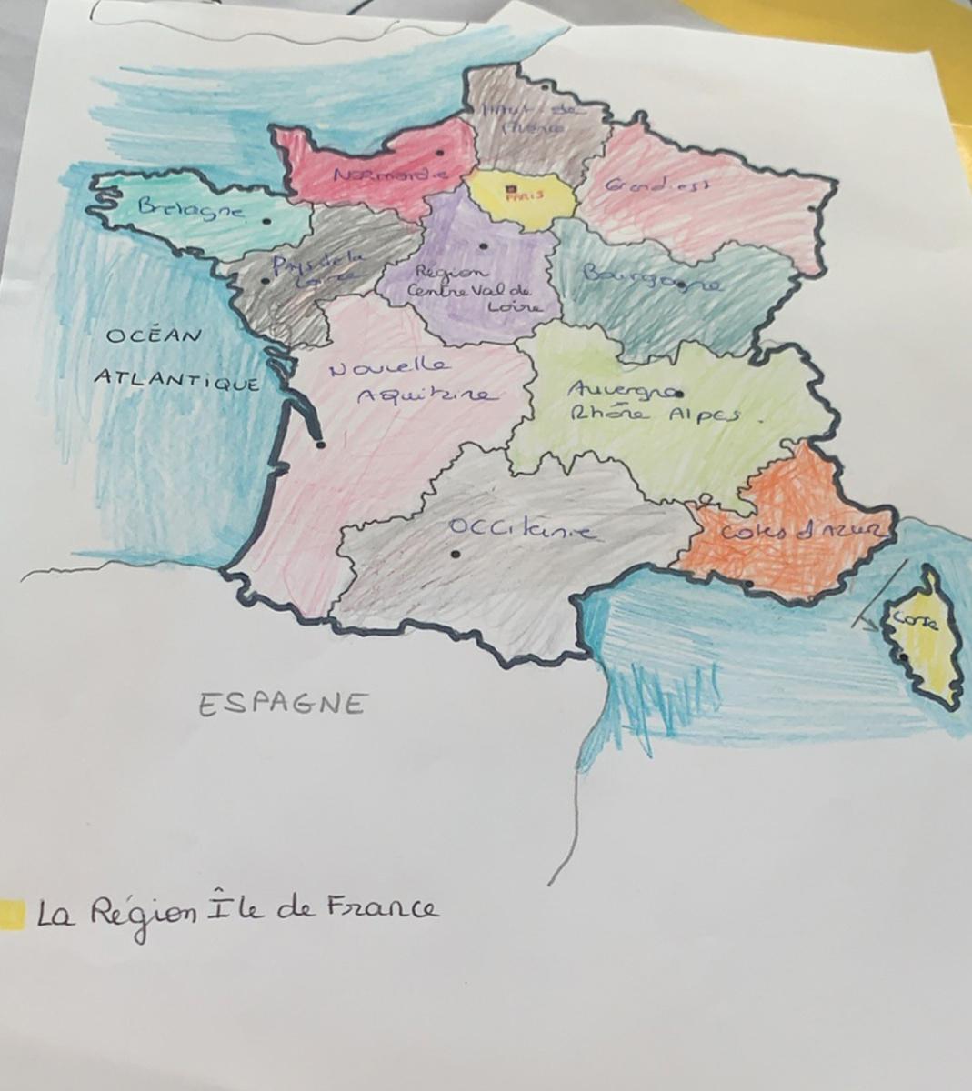 Adam continue d'explorer le monde et réalise une carte en géographie
